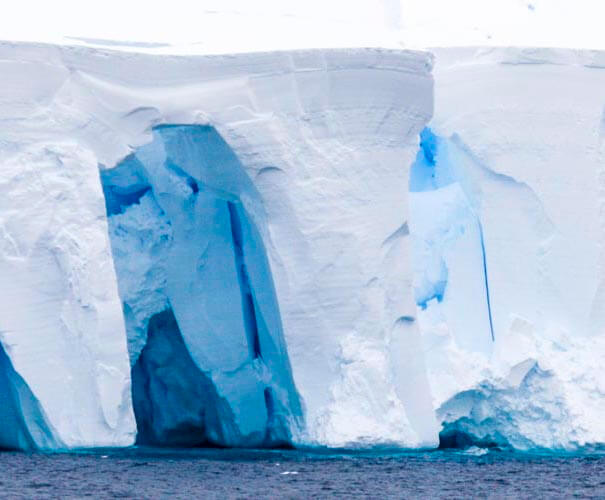 antarctica photo tour iceberg